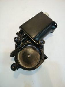 GM パワーウィンドモーター右(生産中止品) 14.22010459(82-015)商品画像