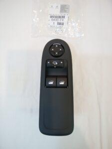 プジョーRCZ パーツ 通販 パワーウィンドウ スイッチ(ドライバーズ) 6490FX お取り寄せ商品画像